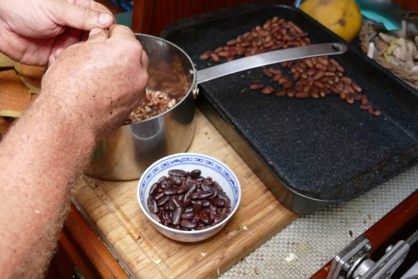 Peeling the cacaobeans
